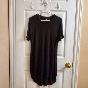 2/$25 black short sleeve t-shirt slit tunic XS
